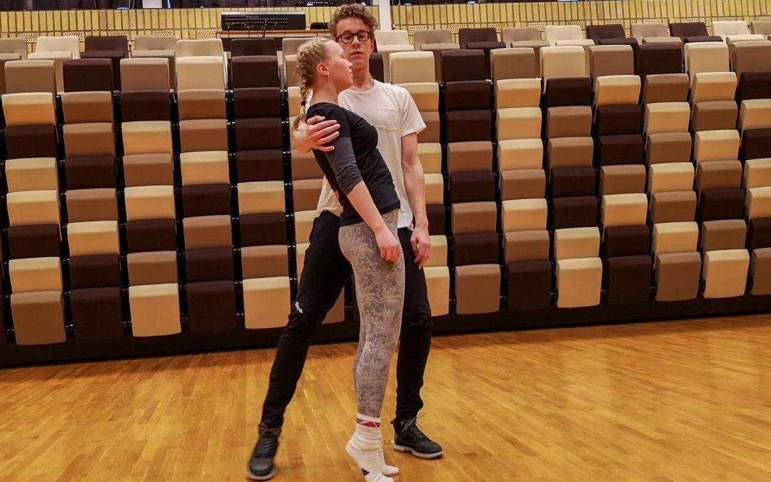 No  er  det  tango  for  to