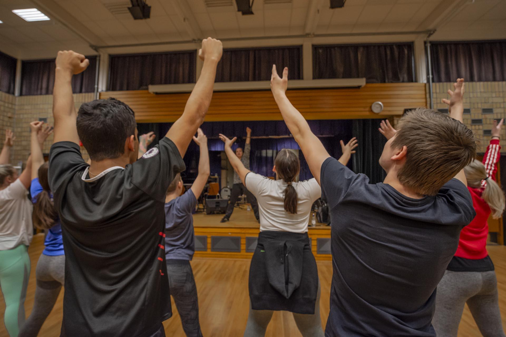 Energisk  danseøving